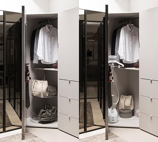 드레스룸 공간 코너에 들어가는 오각장 내부의 모습, 왼쪽에는 : 오각장 하부에 하부장 회전 선반이 있고, 회전 선반에는 가방과 같은 아이템이 놓여있다, 오른쪽 오각장 하부에는 회전 선반없이 옷걸이만 설치되어 있어, 무선 청소기와 같은 가전류나 캐리어 등의 덩치 큰 아이템을 수납할 수 있는 넓은 공간이 있다.