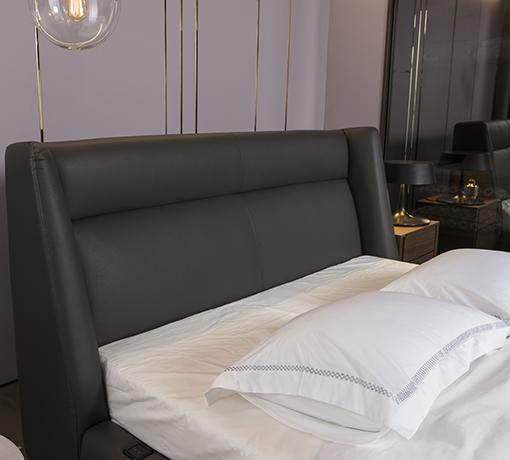 차콜그레이 컬러의 아인슈페너 침대의 헤드보드 모습