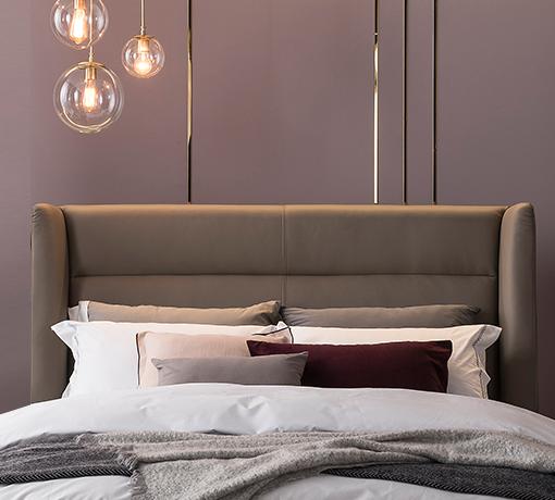 카푸치노 그레이 컬러 아인슈페너 침대의 하이백 헤드보드를 정면으로 본 모습